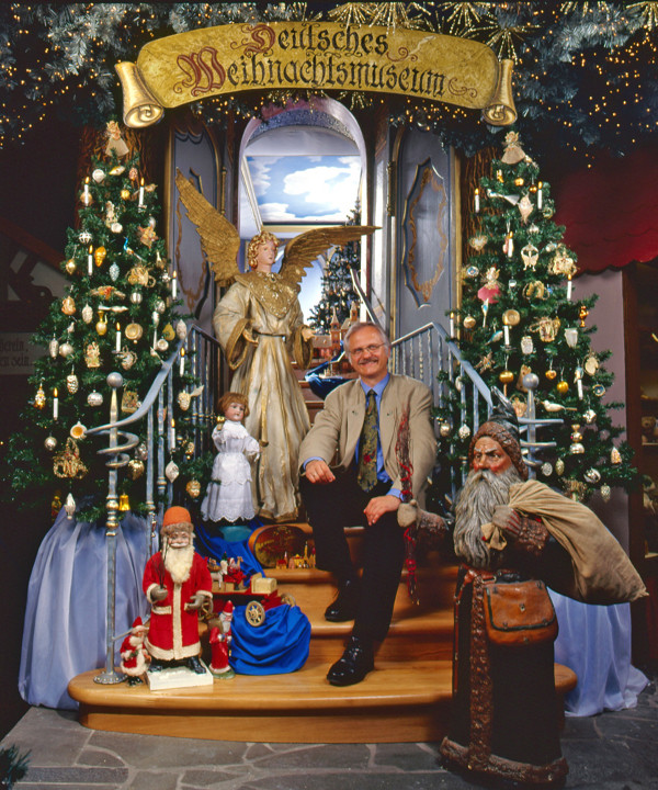Harald Wohlfahrt at the entrance of the German Christmas Museum